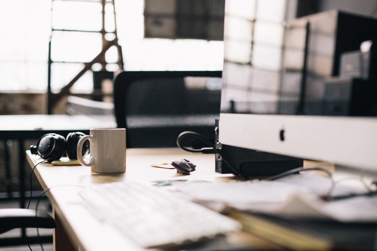 Somos un estudio de diseño y comunicación que combina el pensamiento estratégico, la tecnología y la creatividad para el desarrollo de marcas, identidades corporativas y herramientas dirigidas a mejorar la gestión comercial y comunicacional. Nuestra metodología de trabajo se basa en un círculo virtuoso constante, donde nuestros clientes y sus objetivos son el eje de desarrollo.  Cuaderno de Ideas es un estudio de diseño con sede en Madrid formado por profesionales con una gran trayectoria en diferentes ámbitos del diseño y la comunicación.  Debido a nuestro carácter multidisciplinar somos capaces de dar soluciones innovadoras a cualquier problemática del ámbito del diseño (diseño gráfico, imagen corporativa, diseño editorial, packaging, catálogos, señalética...),  y de la comunicación online y multimedia (diseño web, Apps, Aplicaciones para Smartphones y Tablets) así como servicios integrales de consultoría.